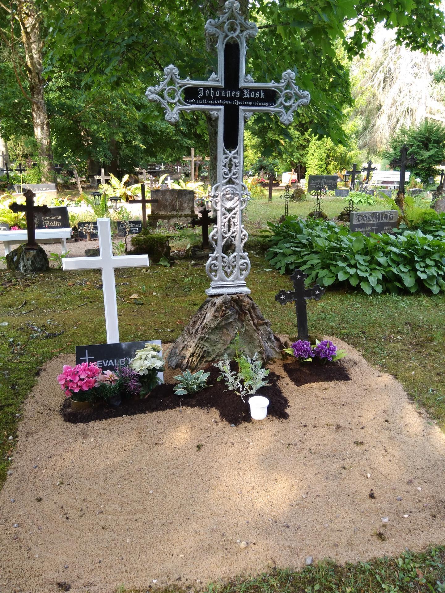 https://www.haudi.ee/uploads/burialplace_5bd1f0891c141.jpg