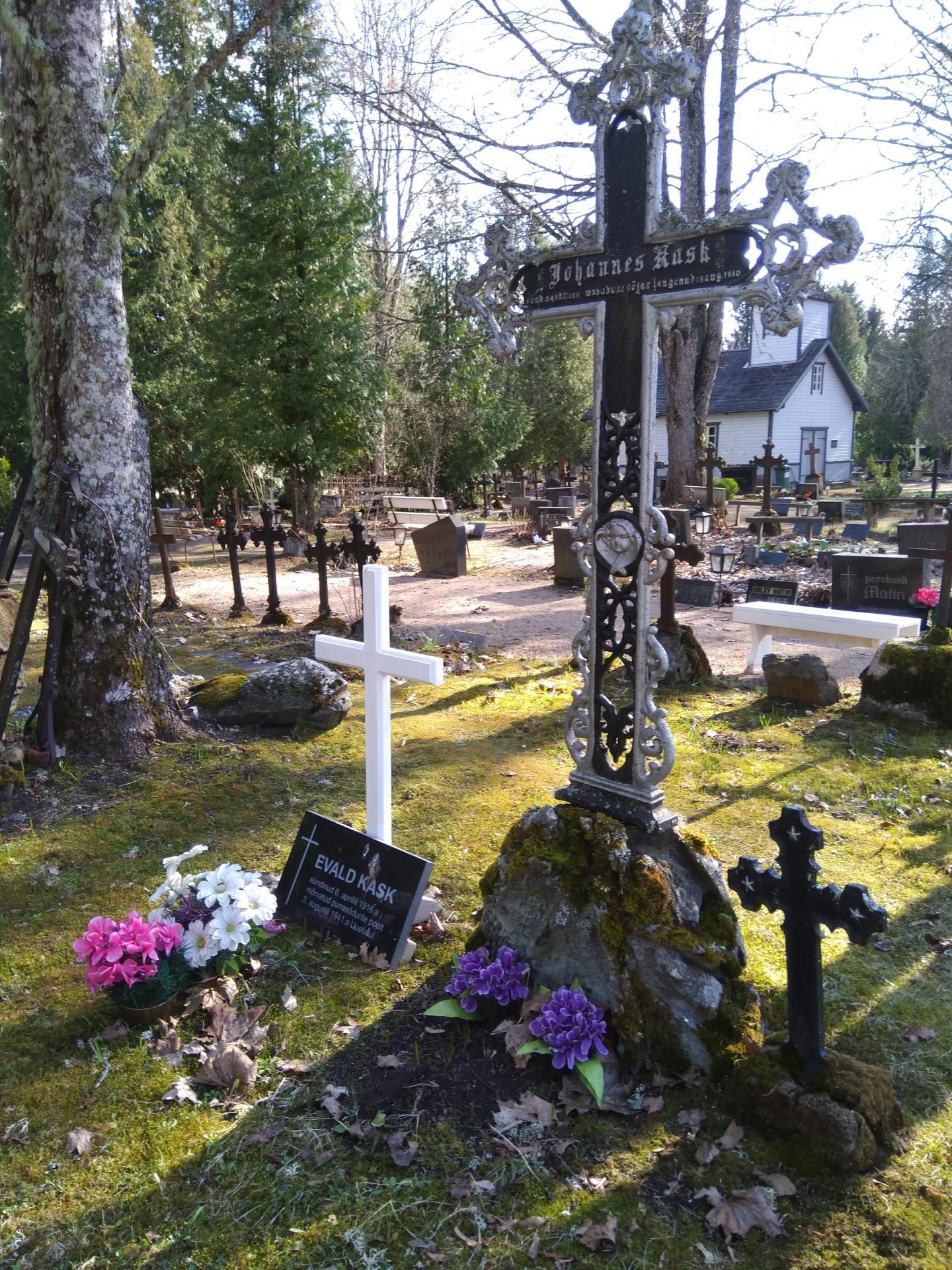 https://www.haudi.ee/uploads/burialplace_5bd20f04b187d.jpg
